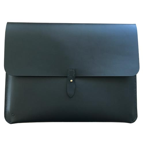 "Macbook sleeve 13"" sort kernelæder lukket"